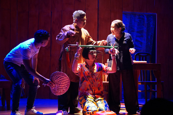 Học trò kỳ nữ Kim Cương hết mình với đệ tử Hoài Linh - Ảnh 4.