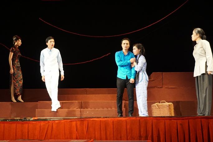 NSƯT Nguyễn Công Ninh xúc động chứng kiến nữ đạo diễn cải lương trẻ - Ảnh 3.