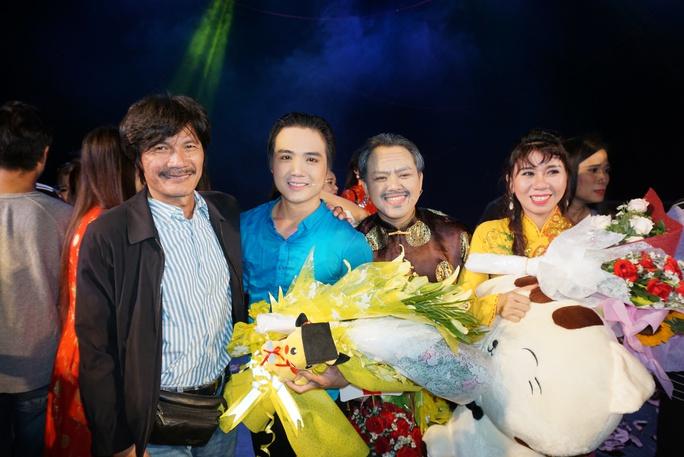 NSƯT Nguyễn Công Ninh xúc động chứng kiến nữ đạo diễn cải lương trẻ - Ảnh 2.