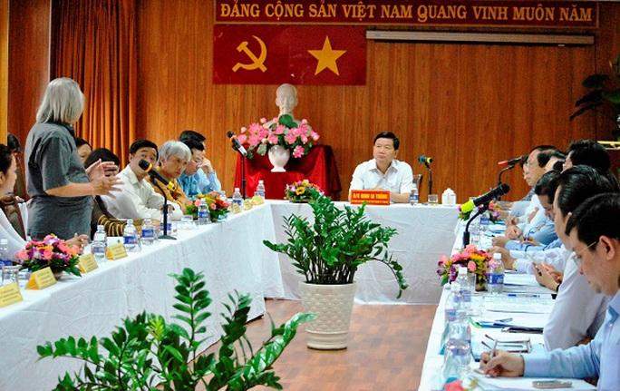 Bí thư Thành ủy TP HCM Đinh La Thăng làm việc với Trường Đại học Sân khấu điện ảnh TP HCM ngày 28-2
