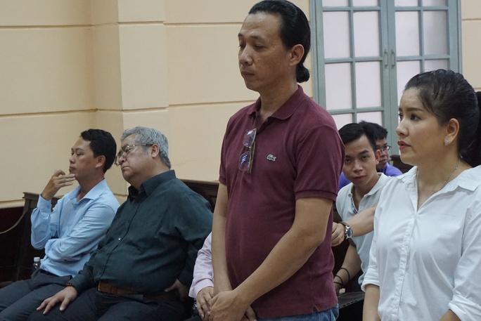 NSƯT Nguyễn Công Ninh yểm trợ tinh thần cho Ngọc Trinh tại Tòa  - Ảnh 9.