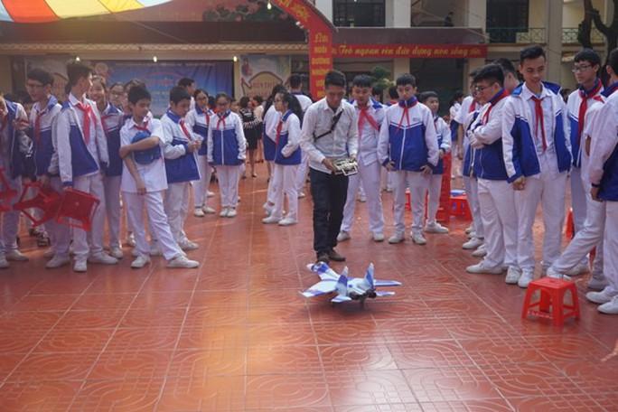 Học sinh vùng cao hò reo với robot, thí nghiệm khoa học - Ảnh 11.