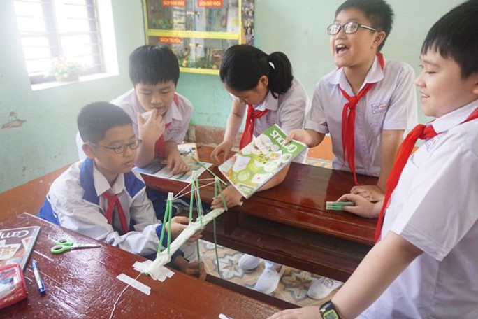 Học sinh vùng cao hò reo với robot, thí nghiệm khoa học - Ảnh 21.