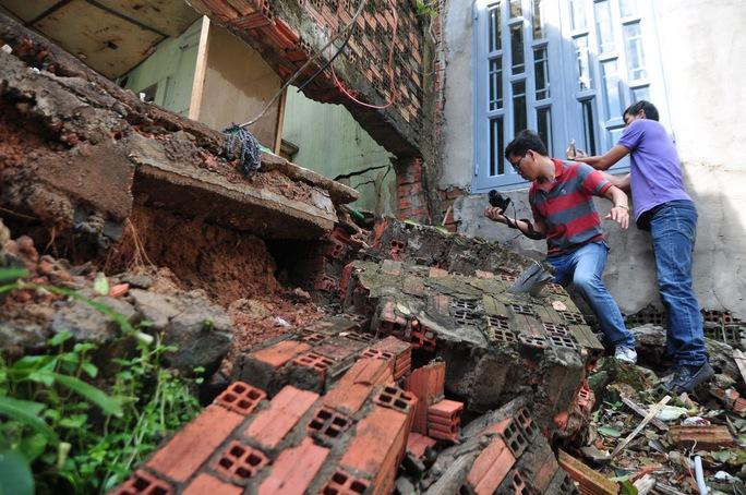 Đồng Nai: Hàng loạt căn nhà sập do sạt lở - Ảnh 1.
