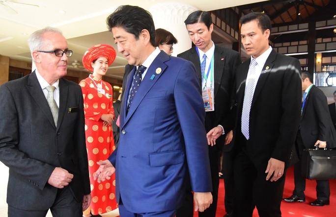Bất ngờ bữa ăn trưa của Thủ tướng Nhật Bản Shinzo Abe tại APEC - Ảnh 1.