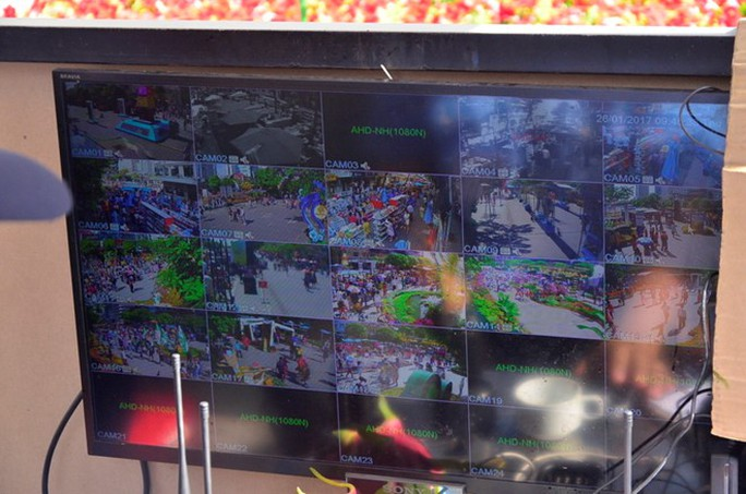 Hệ thống quan sát camera an ninh tại phố đi bộ Nguyễn Huệ (quận 1, TP HCM).