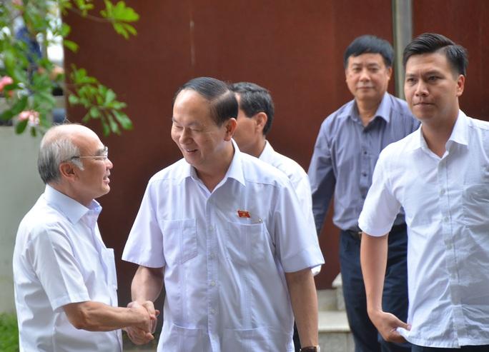 Chủ tịch nước Trần Đại Quang tiếp xúc cử tri TP HCM - Ảnh 1.