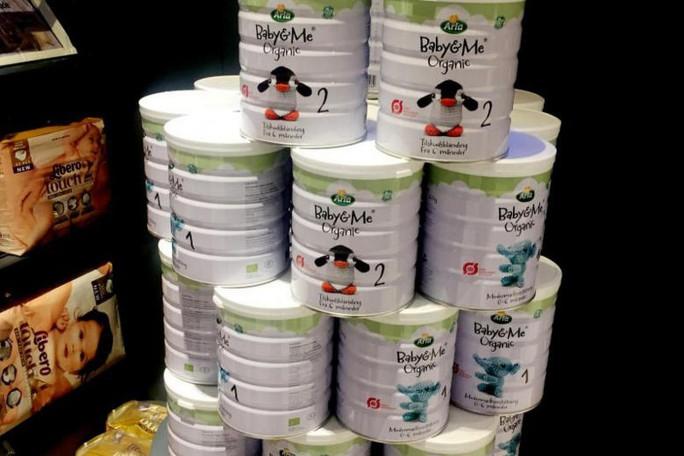 Du khách Trung Quốc vơ vét sữa bột trong siêu thị Đan Mạch - Ảnh 1.
