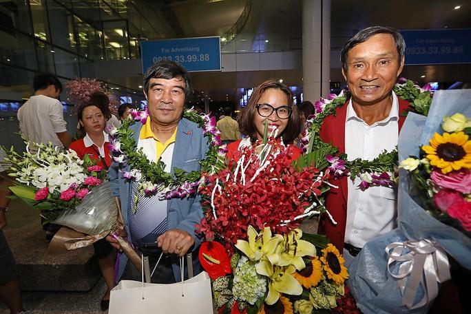 Ngày về rạng ngời của tuyển bóng đá nữ Việt Nam - Ảnh 3.