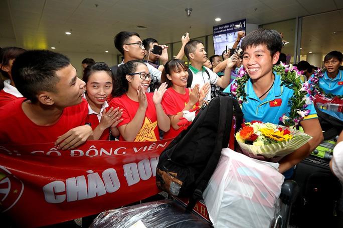 Ngày về rạng ngời của tuyển bóng đá nữ Việt Nam - Ảnh 23.
