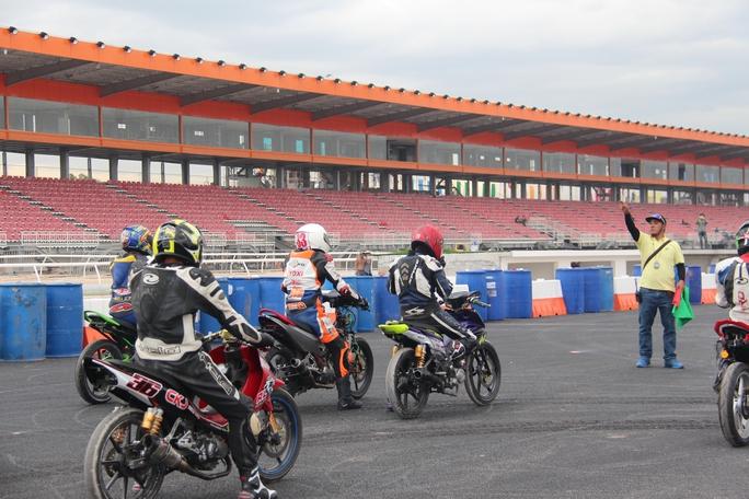 Thử nghiệm đua mô tô tại trường đua Đại Nam vào chiều 19-1
