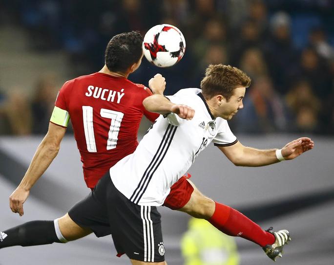 Anh, Đức khẽ chạm vào vé World Cup - Ảnh 1.