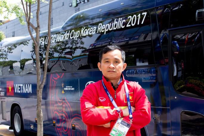 Bác sĩ U20 Việt Nam ngạc nhiên vì những cậu nhóc mê games - Ảnh 3.