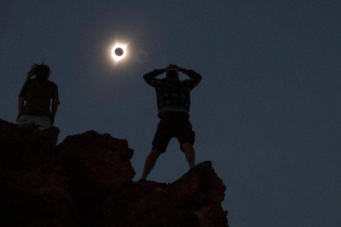 Chiêm ngưỡng nhật thực toàn phần tại Mỹ - Ảnh 5.