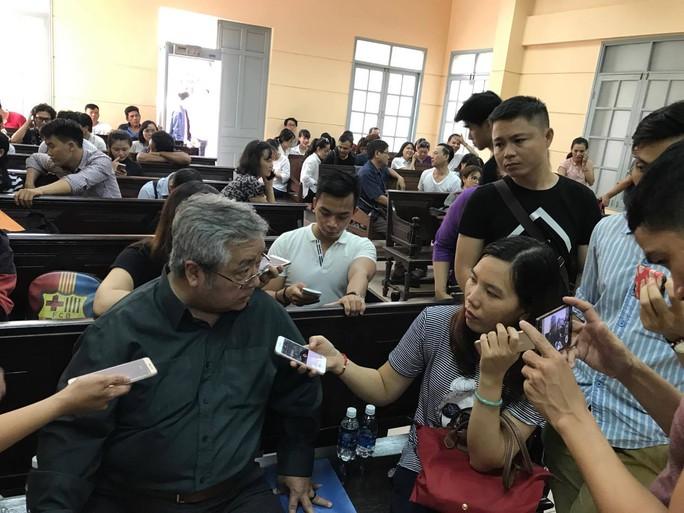 NSƯT Nguyễn Công Ninh yểm trợ tinh thần cho Ngọc Trinh tại Tòa  - Ảnh 5.