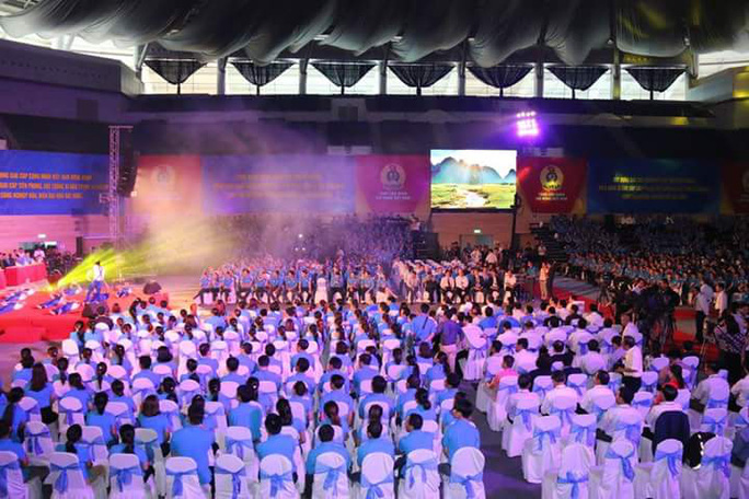 Hàng ngàn công nhân đã có mặt tại Cung thể thao Tiên Sơn để chuẩn bị gặp Thủ tướng Chính phủ