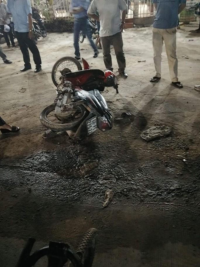 Vứt xe máy tại hiện trường, 2 tên cướp ở Phú Quốc tháo chạy - Ảnh 1.