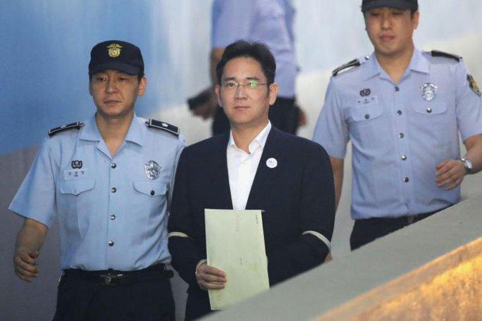 Thái tử Samsung lãnh 5 năm tù giam - Ảnh 3.