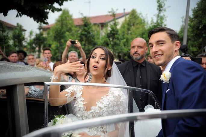 Hoành tráng mùa cưới của sao bóng đá - Ảnh 1.