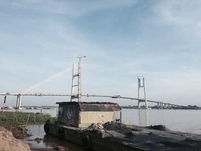 Hợp long cầu Cao Lãnh nối đôi bờ sông Tiền - Ảnh 1.