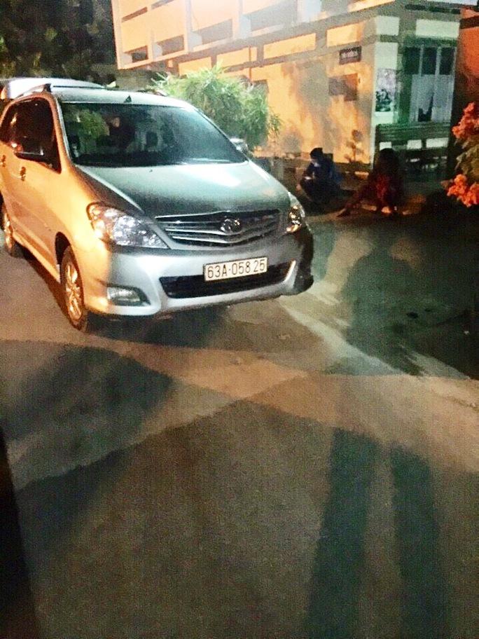Chiếc xe chở thuốc lá nhập lậu bị CSGT bắt