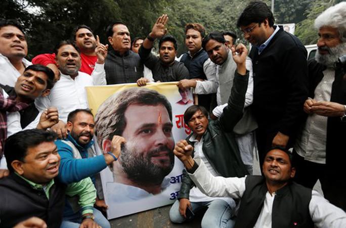Đảng Quốc đại đặt cược vào hậu duệ nhà Gandhi - Ảnh 1.