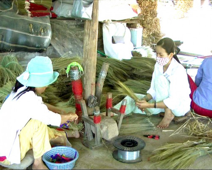Độc đáo làng nghề chổi đót Hà Ân - Ảnh 2.