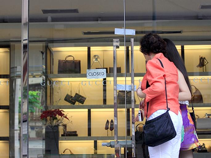Ông bà trùm hàng hiệu và thương vụ tại Eximbank Sài Gòn - Ảnh 1.