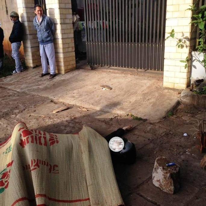 Nam thanh niên được phát hiện nằm chết bên vệ đường - Ảnh người dân cung cấp