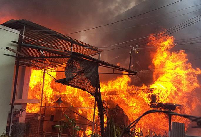 Cháy nhà lúc rạng sáng, 3 bố con tử vong thương tâm - Ảnh 1.