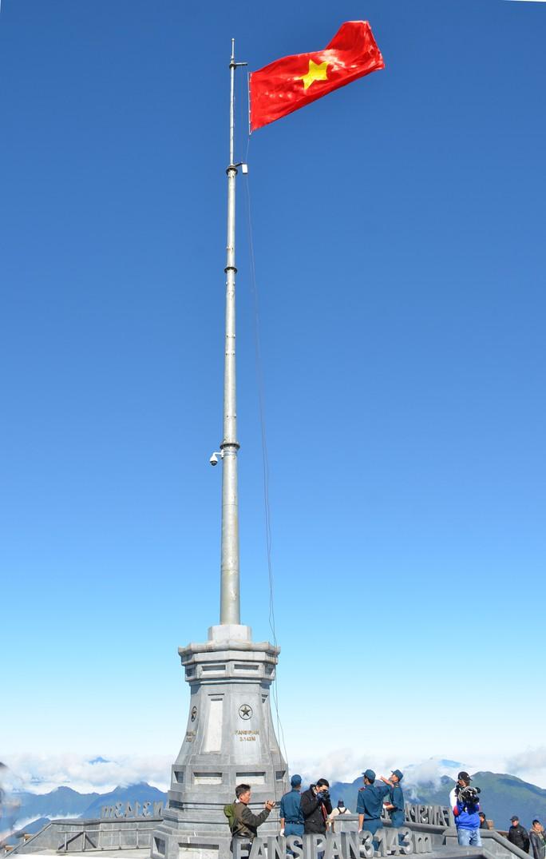 Lễ thượng cờ Tổ quốc ở đỉnh Fansipan - Ảnh 3.