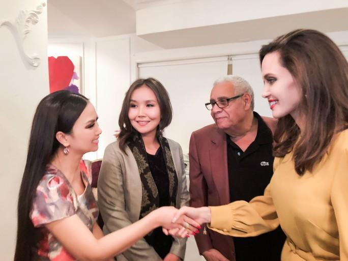 Angelina Jolie sẽ làm phim liên quan đến Việt Nam - Ảnh 4.