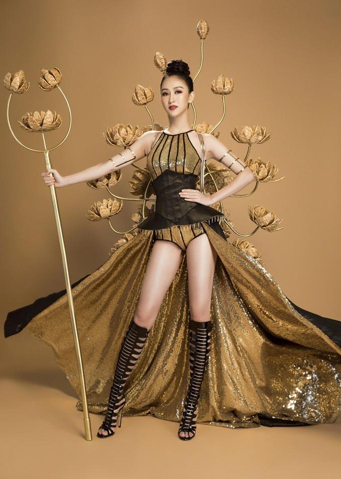 Trang phục dân tộc gây sốc của Hà Thu tại Miss Earth - Ảnh 1.