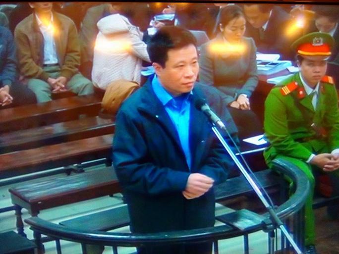 Bị cáo Hà Văn Thắm sáng 1-3 - Ảnh chụp qua màn hình