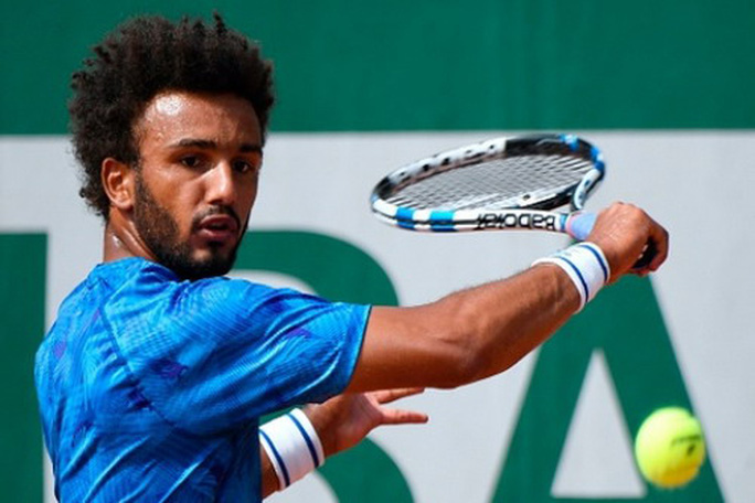 Cưỡng hôn phóng viên, bị loại vĩnh viễn ở Roland Garros - Ảnh 2.