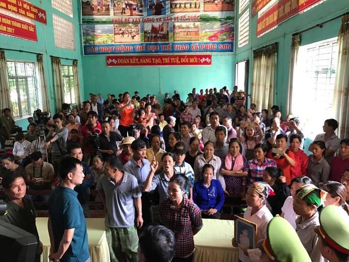 Cảnh náo loạn ở hội trường buổi xin lỗi ông Hàn Đức Long