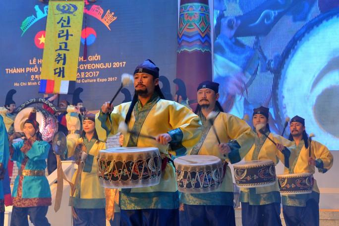Ngắm nghệ sĩ Việt - Hàn - Nga - Campuchia lộng lẫy trên sân khấu - Ảnh 15.