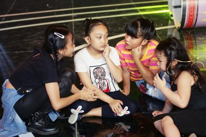 Cô bé 5 tuổi đối đáp lanh lợi khiến Ốc Thanh Vân kinh ngạc - Ảnh 4.