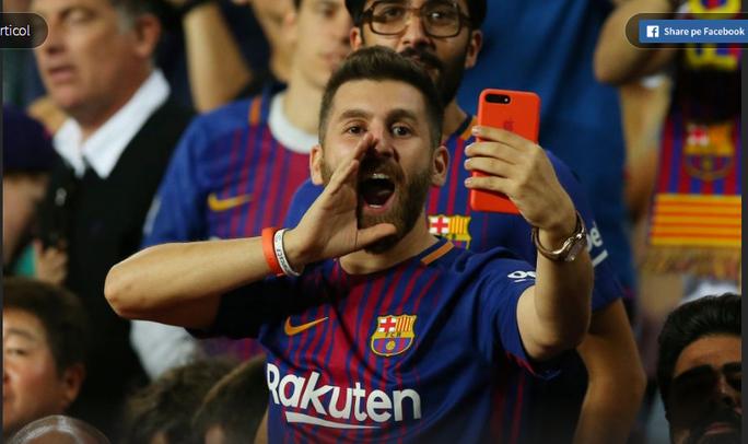 Bản sao Messi đến Nou Camp cổ vũ thần tượng - Ảnh 2.