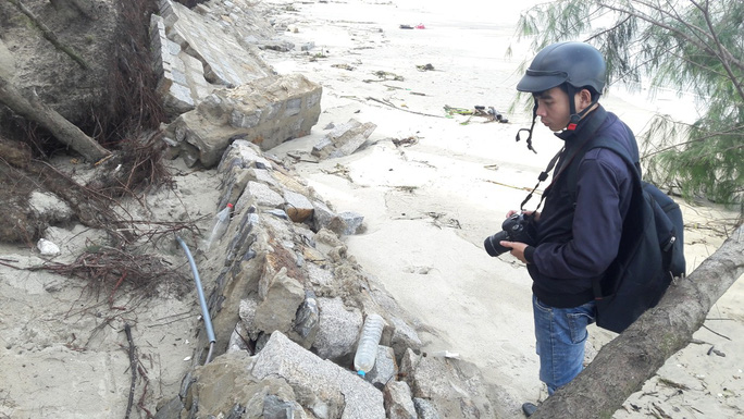 Chùm ảnh: Bờ biển Cửa Đại tan hoang hơn 2 km - Ảnh 5.
