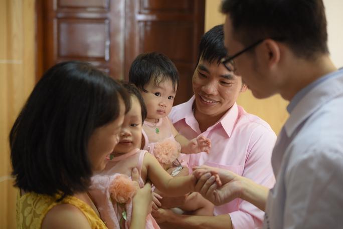 Cặp song sinh chào đời từ tinh trùng bất động của cha - Ảnh 1.