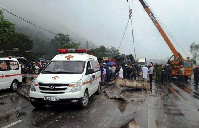 Hiện trường vụ tai nạn lật xe