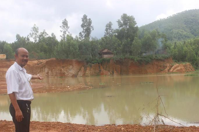 Cán bộ bị tố nhận tiền bảo kê khai thác đất trái phép - Ảnh 2.