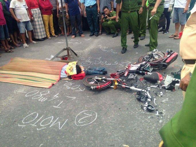 Xe tải tông xe đạp điện, một học sinh chết thảm - Ảnh 1.