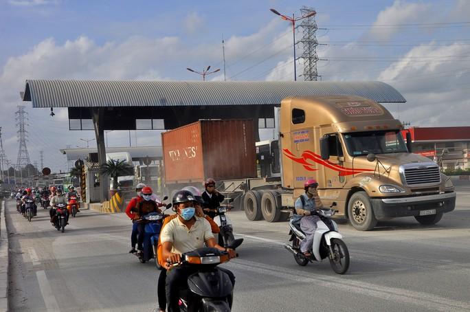 Ngưng thu phí tại trạm BOT xa lộ Hà Nội từ 1-1-2018 - Ảnh 2.