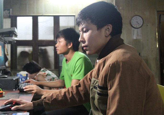 Hai sinh viên bị lấy mất tài sản trong lúc cứu người. Ảnh B.N