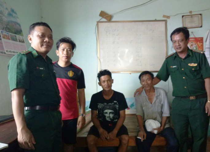 Cứu sống 3 thuyền viên gặp nạn trên biển ở Phú Quốc - Ảnh 2.