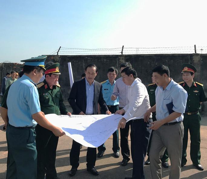 Cấp bách cứu sân bay Tân Sơn Nhất - Ảnh 1.