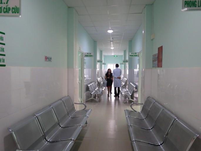 Phòng khám gồm nhiều phòng khám đa khoa và chuyên khoa nhỏ hơn bên trong