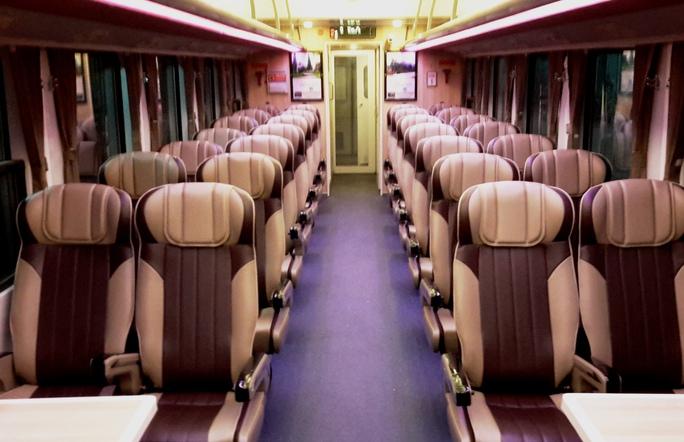 Hình ảnh toa ghế ngồi của đoàn tàu